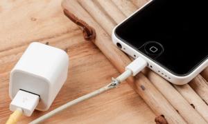 Tại sao cáp Lightning rởm có thể làm hỏng iPhone