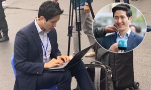 Phóng viên đưa tin hội nghị Mỹ - Triều gây sốt vì vẻ điển trai
