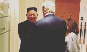 Kim Jong-un cười tạm biệt Trump ở khách sạn Metropole