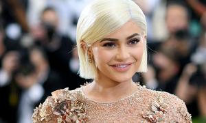 Từ điển 'móc máy' danh xưng tỷ phú tự thân của Kylie Jenner