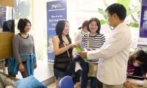 Bệnh viện JW Hàn Quốc trao 830 phần quà tặng phái đẹp
