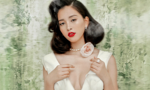 Hoa hậu Tiểu Vy lấp ló ngực đầy khi làm mẫu ảnh