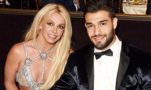 Tình trẻ động viên Britney Spears điều trị tâm thần