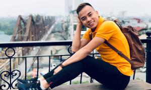 Hot boy đi bộ Nguyễn Thành Ngưng chúc mừng Ngoisao.net