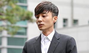 Roy Kim trình diện phục vụ điều tra bê bối quay lén
