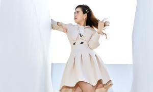 Hoa hậu Diễm Trần chuộng mặc váy xòe trong mùa hè