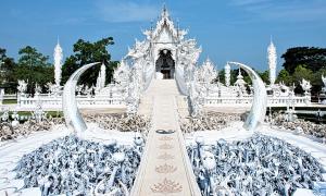 Ngôi chùa trắng toát 'lạnh gáy' ở Thái Lan