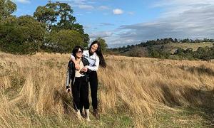 Miss Earth Phương Khánh dẫn mẹ du lịch Australia