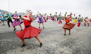 Diễu hành Carnaval bên bờ biển Bãi Cháy