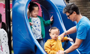 Vợ chồng sao TVB nỗ lực giúp con gái thiểu năng hòa nhập