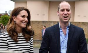 William chúc mừng vợ chồng em trai nhập hội 'bỉm sữa thiếu ngủ'