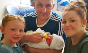 Em bé cùng tên chào đời trước con trai Harry - Meghan hơn 3 tiếng