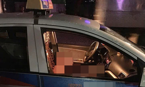 Nữ tài xế bị bạn trai đâm gục trên vô lăng
