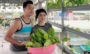 Ảnh sao 16/5: Kha Ly - Thanh Duy khoe vườn rau sạch nhà trồng