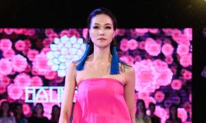 Hoa hậu Thùy Dung catwalk dưới mưa ở Pleiku