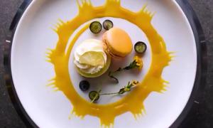 Học đầu bếp cách trang trí đĩa ăn sang chảnh như nhà hàng