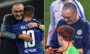 HLV Chelsea rút xì gà mừng Cup Europa League