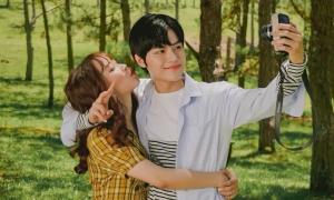 Học trò Lam Trường thấy 'mơ hồ' khi phải hôn Bảo Uyên