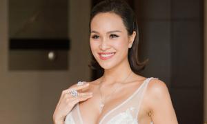Phương Mai đeo trang sức cưới 1,4 tỷ đồng
