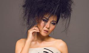 Thanh Hương quấn thép gai lên đầu làm 'công chúa tóc xù'