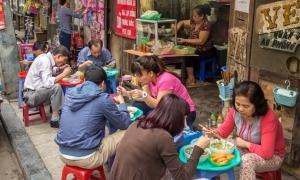 Báo Tây miêu tả ẩm thực đường phố Hà Nội 'chỉ nhìn thôi đã thòm thèm'