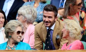Becks gây chú ý khi đưa mẹ đi xem quần vợt