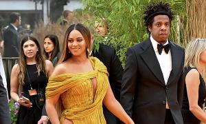 Beyonce diện đầm Công Trí tại lễ ra mắt phim 'The Lion King'