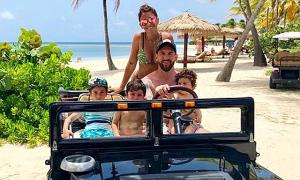 Vợ chồng Messi khoe kỳ nghỉ chốn thiên đường