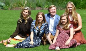 Ba con gái của vợ chồng quốc vương Hà Lan càng lớn càng xinh đẹp