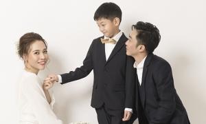 Cường Đôla nhỏ bé trong ảnh cưới với Đàm Thu Trang