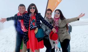 Vợ chồng Đăng Khôi ngắm 'tuyết rơi mùa hè' ở Thụy Sĩ