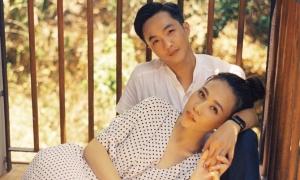 Đàm Thu Trang ôm chặt Cường Đôla trong ảnh cưới
