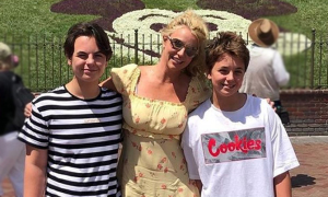 Hai con trai của Britney Spears cao gần bằng mẹ