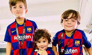 Vợ đưa ba con trai tới sân cổ vũ Messi