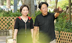 Tài tử TVB cận kề chăm sóc vợ ung thư vú