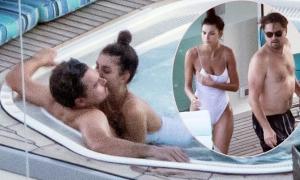 Leonardo DiCaprio âu yếm bồ kém 22 tuổi trong bể sục