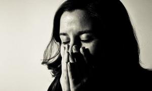 Mẹ chồng trách tôi khi không trả nợ thay con bà