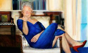 Tranh Clinton mặc váy hở vai, đi giày cao gót trong biệt thự tỷ phú ấu dâm Mỹ