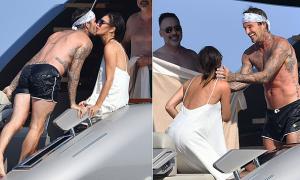 Becks không ngừng ôm hôn vợ trên du thuyền
