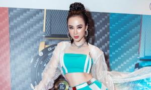 Angela Phương Trinh mặc áo hở eo
