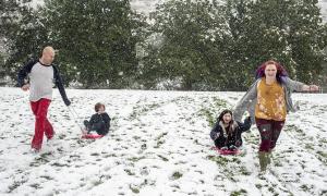 Tuyết rơi dày đầu thu ở Mỹ