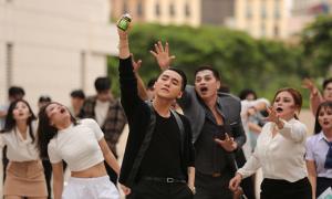 Sơn Tùng M-TP hoảng sợ vì bị 'zombie' bao vây trong phim ngắn