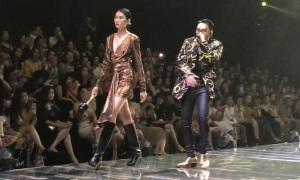 Sơn Tùng hát cho dàn mẫu catwalk
