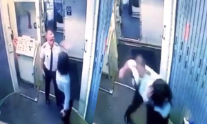 Phi công đánh nữ đồng nghiệp