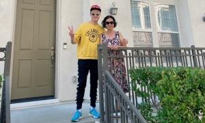 Nhật Tinh Anh mua nhà ở Mỹ tặng bố mẹ
