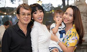 Nhạc sĩ Đức Huy cùng vợ con dự ra mắt sách