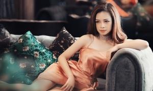 Dương Hoàng Yến diện váy dây
