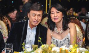 Tuấn Ngọc đi sự kiện cùng vợ