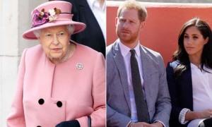 Nữ hoàng lo khi Harry tiết lộ bất hòa