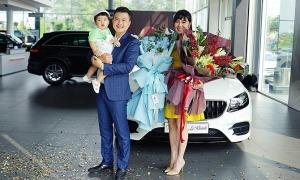 Ảnh sao 8/11: Vợ chồng Lê Khánh tậu xe gần 3 tỷ
